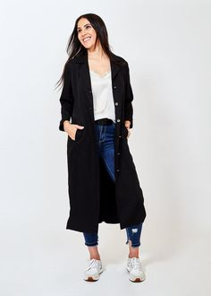 Travel coat/ jacket that can be dressed up or down, fantastic for the plane or after a gym workout! This duster jacket is not only versatile but beautifully finished with stunning tape detailing. Available in black or blush pink. Duster Jacket, Blazer Jacket, Waterfall Jacket, We Wear, How To Wear, Tuxedo Dress, Blazer Fashion, Passion For Fashion, Blush Pink