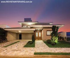 Fachada idealizada pela arquiteta Ana Paula Japur. Veja o projeto completo no site: http://www.comore.com.br/?p=25272 #revistainterarq #anapaulajapur #espacosdeconvivio #projeto #fachada #arquitetura #interarqinterior #architecture #archdaily #cool #contemporary #decor #design #decoration #home #homestyle #instadecor #instahome #homedecor #interiordesign #lifestyle
