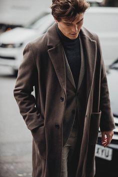London Fashion Week Men's Street Style London Mens' Fashion Week Street Style 2018 London Fashion Week Street Style, Mens Fashion 2018, London Fashion Week Mens, Latest Mens Fashion, Mens Fashion Suits, Men's Fashion, Fashion Styles, Fashion Trends, Fashion Photo