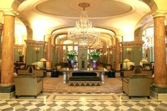 royal-monceau lobby