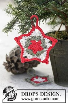 Star Here crochet Christmas star by DROPS Design. Free Pattern