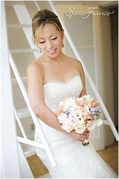 La Valencia Wedding ~SARA FRANCE PHOTOGRAPHY~ Bride. Wedding Dress. Bouquet. White. Staircase. Elegant.