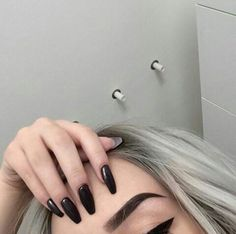 Best Nail Polish Colors of 2020 for a Trendy Manicure Eyebrow Game, Eyebrow Makeup, Makeup Eyebrows, Cute Nails, Pretty Nails, Eyebrows On Fleek, Manicure Y Pedicure, Nagel Gel, Nails Inspiration
