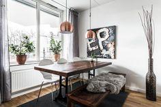 Båtbyggargatan 48, vån 2, Stockholm - Svensk Fastighetsförmedling Dining Area, Dining Bench, Dining Room, Murs Clairs, Sombre, Breakfast Nook, Sweet Home, Inspiration, Furniture