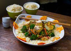 Ginger Peanut Coconut Veggie & Tofu Stir-Fry over Rice // lunchboxbunch.com #vegan #asian #tofu