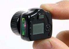 Las curiosidades, como esta cámara. La más pequeña del mundo. ¡ Y hace fotos !