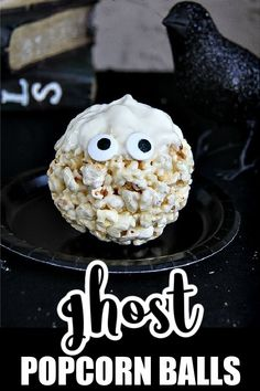 How to Make Popcorn Ball Ghosts for Halloween | Tonya Staab Diy Halloween Food, Halloween Popcorn, Halloween Parties, Thanksgiving Recipes, Fall Recipes, Holiday Recipes, How To Make Popcorn, Perfect Popcorn, Popcorn Balls