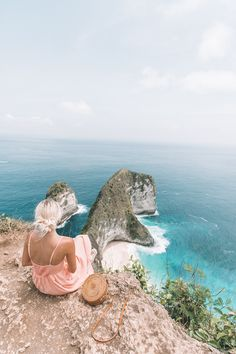 We visited Bali this past week and took a day trip to Nusa Penida! We hired a driver and went to Kelingking Beach to see the amazing view!