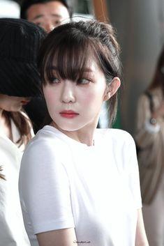 Red Velvet Irene's beauty never ends - Sexy K-pop Nicole Kara, Red Velvet Photoshoot, Red Velet, Trending Photos, Red Velvet Irene, My Beauty, Flawless Beauty, Korean Singer, Korean Girl Groups