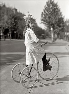 Shorpy Historical Photo Archive :: Tyke on Trike: 1915