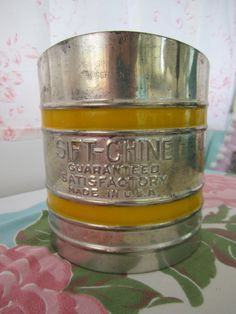 Hey, I found this really awesome Etsy listing at https://www.etsy.com/listing/150079104/sift-chine-sifter-vintage-powder-sifter