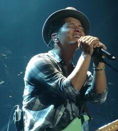 Bruno Mars Concert, Concerts, Entertainment, Photos, Celebs, Pictures, Entertaining
