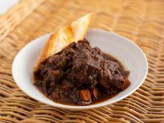 Get Red Wine-Braised Short Ribs Recipe from Food Network Braised Short Ribs, Beef Short Ribs, Beef Ribs, Braised Beef, Rib Recipes, Cooking Recipes, Oven Recipes, Recipies, Cooking 101