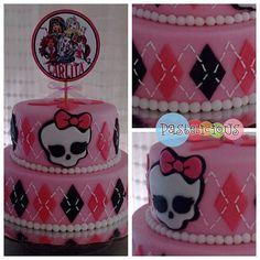 #pastelicious #fondantcake #birthdaycake Monster high cake!!!