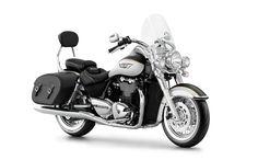 2016 Thunderbird LT in Crystal White/Phantom Black   Triumph Motorcycles