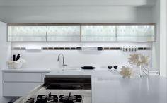 Lacquered Corian® kitchen with island ESSENTIAL QUADRA by TONCELLI CUCINE design Tommaso Toncelli