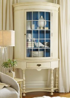 Love this, I have an semi-antique secretary I would love to do this with, but have a hard time painting antiques.