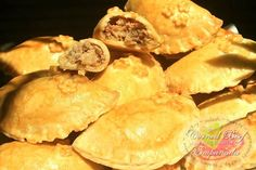 Baked Corned Beef Empanada Recipe. A tasty, buttery, flaky and well puffed pastry dough filled with corned beef, potatoes, onions, cabbage, carrots, scallions, shredded cheese and pepper flakes to make it spicy.