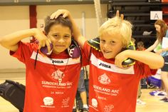 Futbol en inglés para niños. Niños divirtiendose en el Campus del sunderland 2013.