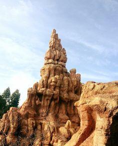 Big Thunder Mountain   #Disney #Disneyland #thehappiestplaceonearth #Walt #Disney #Land #disneyparks #disneymagic #magic #disneymovie #disneylover #disneyfan #disneygram #disneyfreak #disneycaliforniaadventure #disneyside #disneyphoto #disneylandparis #disneyworld #disney #anaheim #california #bigthundermountain #big #thunder #mountain #ride #train by details_of_disneyland
