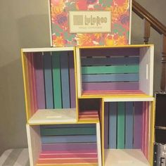 LulaRoe hand painted crate shelf for leggings. So cute! Pin discovered by LuLaRoe Jenn Freridge. Find me on fb! Crate Shelves, Small Space Organization, Wood Crates, Diy Furniture, Diy Home Decor, Bedroom Decor, Diy Projects, Decoration, Storage