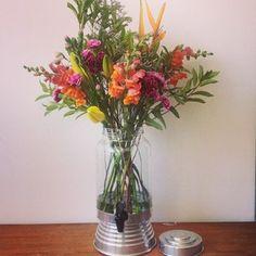 Novidade inspirada no feriado: Bebedouro florido: R$160 #abeladodia #flores #ateliê #bebedouroflorido