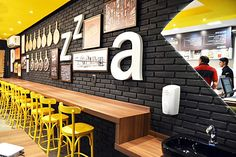 Современный интерьер пиццерии Nick's Pizza