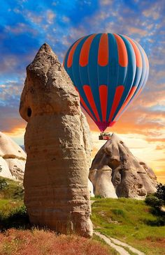 love valley cappadocia I want to fly away! Hot Air Baloons over the Love Valley , Cappadocia Turkey Air Balloon Rides, Hot Air Balloon, Pictures Of Turkeys, Paradise Places, Such Und Find, Vintage Neon Signs, Turkey Photos, Cappadocia Turkey, Air Ballon