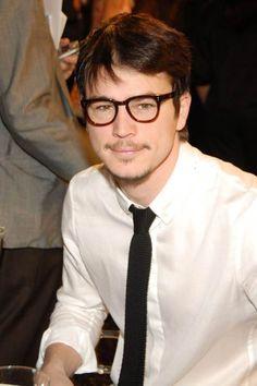 Josh Hartnett + really cool glasses