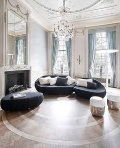 The Flirtstones sofa and THX lamp in the Luxurious reception rooms for REPLAY office and showrooms, Herengracht Amsterdam. Interior Neoclásico, Classic Interior, Modern Interior Design, Sofa Design, Furniture Design, Neoclassical Interior, Floor To Ceiling Windows, Home And Deco, Reception Rooms