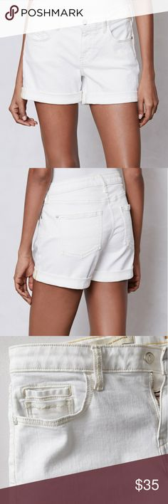 Pilcro Anthropologie Stet Denim Roll Up Shorts White denim shorts that can be worn cuffed or uncuffed. Material is 92% cotton 7% polyester and 1% spandex. Excellent condition. No stains, rips or tear Anthropologie Shorts