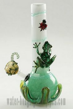 Frog water bong from www.water-bongs-g. - You can find all your smoking accessories right here on Santa Monica. Glass Pipes, Water Pipes, Cool Pipes, Cool Bongs, Water Bongs, Puff And Pass, Pipes And Bongs, Glass Bongs, Up In Smoke