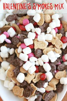 a non-messy smores mix with this easy to make Valentine's S'mores Mix. Minimal ingredients but so much to enjoy!Make a non-messy smores mix with this easy to make Valentine's S'mores Mix. Minimal ingredients but so much to enjoy! Valentine Desserts, Valentines Day Food, Valentine Treats, Valentines Baking, Valentines Day Party, Holiday Snacks, Holiday Recipes, Valentine's Day Quotes, Brunch