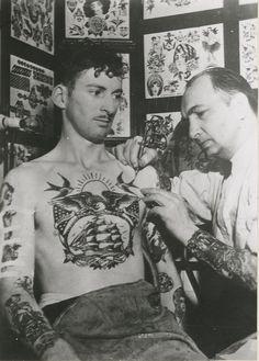 61 Ideas For Tattoo Old School Men Vintage Ink Tattoo Old School, Old School Tattoo Designs, Tattoo Designs Men, Vintage Tattoos, Vintage Tattoo Design, Tattoo Foto, 4 Tattoo, Chest Tattoo, Tattoo Flash