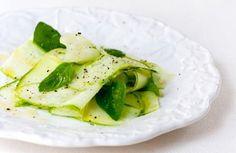 Salada de abobrinha com manjericão | Panelinha - Receitas que funcionam