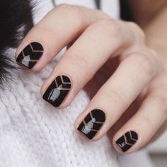 25 Black Nail Ideas to Break the Manicure Monotony