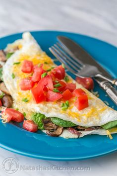 This fluffy egg white omelette is loaded with bacon, mushrooms, cheese, and fresh spinach which softens perfectly inside the omelette. So satisfying! Bacon Omelette, Spinach Omelette, Egg White Omelette, Omelette Recipe, Egg Omelet, Breakfast Options, Healthy Breakfast Recipes, Healthy Recipes, Healthy Meals