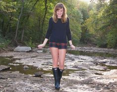 Niki Adams - Abercrombie And Fitch Sweater, Abercrombie And Fitch Shorts, Hunter Rain Boots - Exploring. Navy Hunter Boots, Hunter Boots Outfit, Wellies Rain Boots, Hunter Rain Boots, Snow Boots, Boots With Leg Warmers, Rain Boots Fashion, Sperrys Women, Rainy Day Fashion