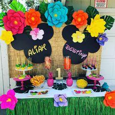 Hawaiian Mini Mouse party Birthday Party Ideas | Photo 2 of 17