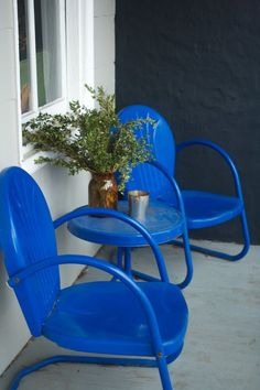 Dan and Elizabeth's Americana Inspired Home retro-styled painted metal porch furniture Vintage Metal Chairs, Metal Lawn Chairs, Metal Patio Furniture, Patio Chairs, Painted Furniture, Outdoor Chairs, Outdoor Decor, Garden Furniture, Rattan Chairs