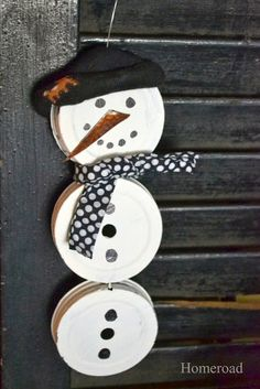 A clever Mason Jar Lid Snowman... great craft for kids or their moms!  www.homeroad.net