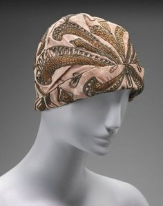 Woman's hat - American, Salmon colored cloche style hat with turned up brim in front. Stylized floral patterning with gold wrapped threads and golden yellow glass bugle beads. Vintage Dresses, Vintage Outfits, Vintage Fashion, Vintage Hats, Jeanne Lanvin, Molyneux, 1920s Hats, Jean Patou, Derby