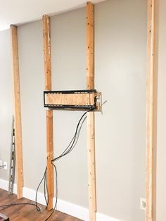 Wooden board TV wall Step 1 – How to build an accent wall for pallets Modern Tv Room, Modern Tv Wall Units, Modern Wall, Diy Tv Wall Mount, Wall Mounted Tv, Wood Plank Walls, Wood Planks, Wall Wood, Tv Wall Decor