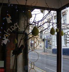 The Knitting Parlour (UK): www.theknittingparlour.co.uk (Delivery from 5.60€) *Adriafil, Debbie Bliss, Jacobs, Manos, Mirasol, Noro, Regia, Rico, Rowan, Sirdar, Stitch Nation, Sublime