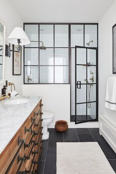 Meg Lavalette Brooklyn Brownstone Home Tour - LAVA Interiors Design In Brooklyn Brownstone Interiors, Brownstone Homes, Brooklyn Brownstone, Brooklyn Style, House Interiors, Contemporary Bathrooms, Modern Bathroom Design, Bathroom Interior Design, Bad Inspiration