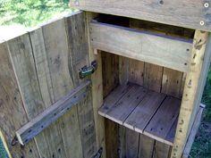 Armario para baño, con estante, cajón y puerta. Reciclado de pallets
