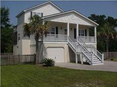 VRBO.com #343113 - Adorable, Cozy Isle of Palms Beach Home W/Pool & Screened Porch!