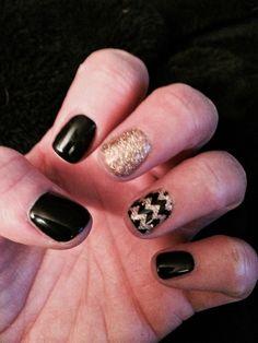 Black and gold nails! Go Iowa Hawkeyes! New Year's Nails, Gold Nails, Black Nails, Hair And Nails, New Years Nail Art, New Years Eve Nails, Cute Nails, Pretty Nails, Prom Nails