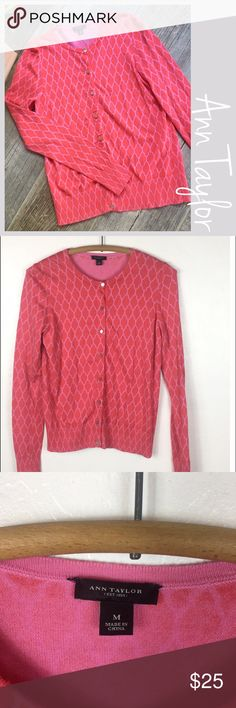 """Ann Taylor Printed Cardigan Ann Taylor Lattice Print Cardigan. Reds and Pink, Size Medium. Preowned  Measurements  Bust 17.5"""" Length 22"""" Sleeves 24""""> No Trades. Suggested User, Fast Shipper and Bundle and Save Ann Taylor Sweaters Cardigans"""