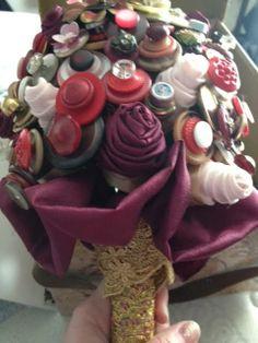 How to Make a Beautiful Wedding ButtonBouquet - #wedding